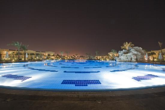 Hilton Sharks Bay Resort: New Side Pool At Night