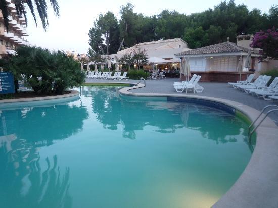 Hotel Riu Bravo: Piscine