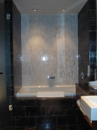 Loden Hotel: loden modern bathroom