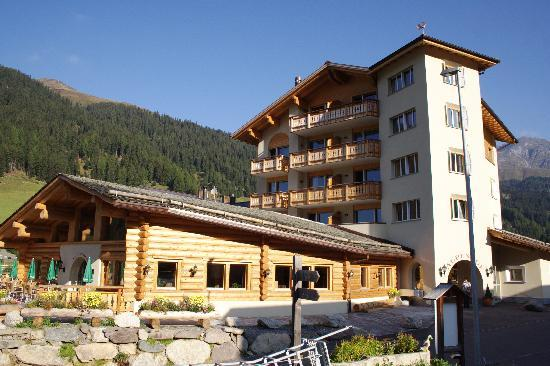 Hotel Alpenhof: Das Hotel von aussen