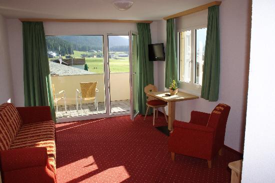 Hotel Alpenhof: Wohnzimmer mit Aussicht