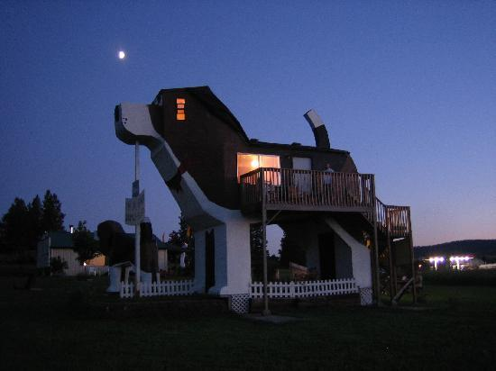 Dog Bark Park Inn: The dog at night