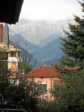 Hotel Roby : view of the alpi apuane from the balcony