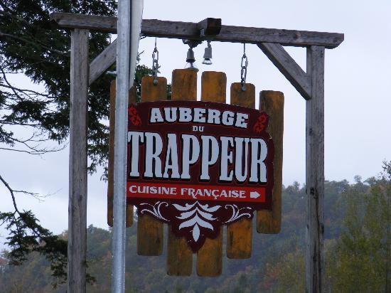 Auberge du Trappeur : le panneau à l'arrivée
