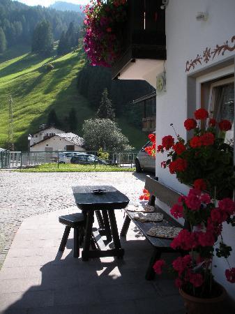 Garni Crepaz : Front Porch