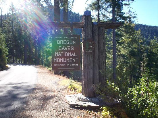 Oregon Caves Lodge: Entarnce to the National Monument