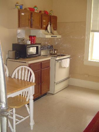 Londale Hotel: Common Kitchen Area