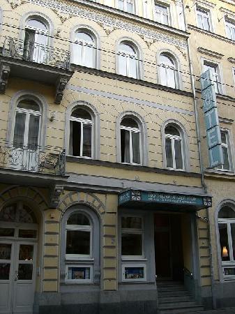 Front Entrance of Hotel Rothenburger Hof Hotel