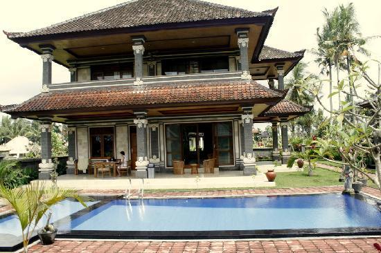 Villa Agung Khalia: Villa from a pool side
