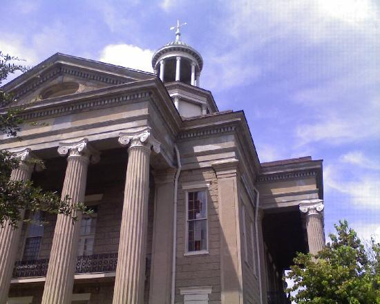 The McNutt House - Suites and Tour Home: Old Vicksburg courthouse