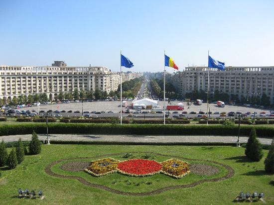 Le Boutique Hotel Moxa: Bucharest: View from the Palace of Parliament balcony to Uniry Boulevard