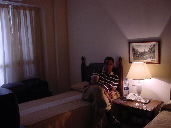 Hostal Museo: hotel room