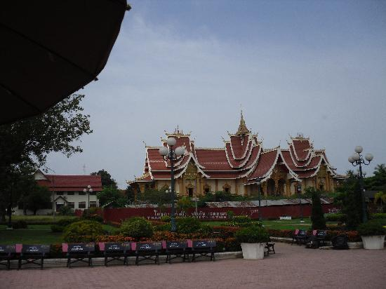 Lao Plaza Hotel: Temple