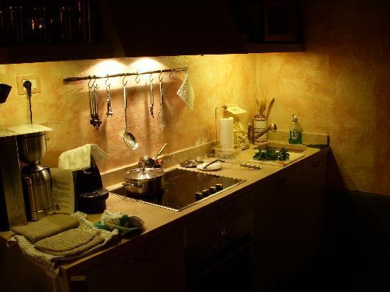 Le Case del Borgo: Murghetto kitchen prep for cooking dinner
