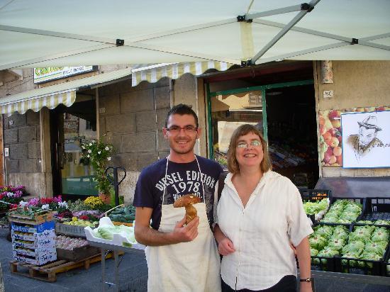 Le Case del Borgo: Market in Serralunga with dinner purchase