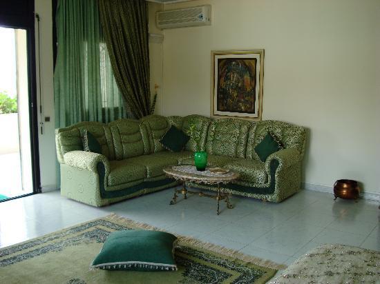 Dar Nilam : Still in bedroom