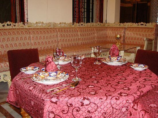 Dar Nilam : Dinner setting