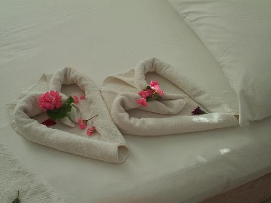 Malibu Apartments: Bed