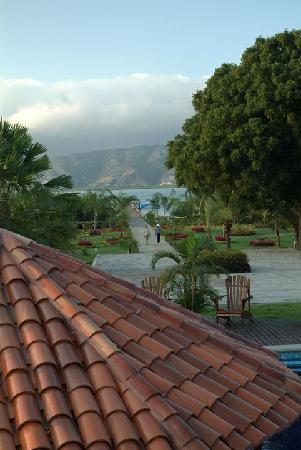 Casa Ceibo Boutique Hotel & Spa: View of the waterfront grounds