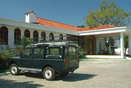 Casa Ceibo Boutique Hotel & Spa: Casa Ceibo and vintage Range Rover