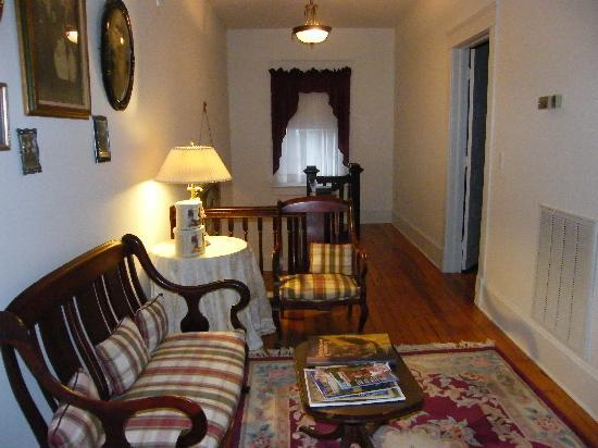 Goose Creek Farm Bed and Breakfast : Hallway to guest rooms