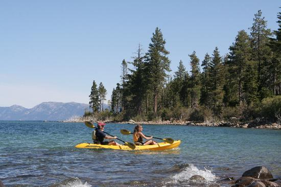 Emerald Bay Campground : People kayaking on Emerald Bay