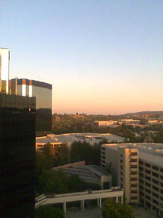 Warner Center Marriott Woodland Hills: Sunrise room view