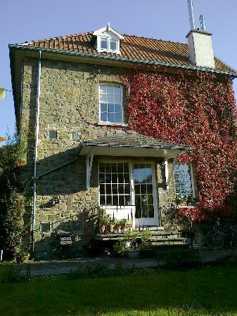 Entre Deux Rives B&B: Huis in herfst
