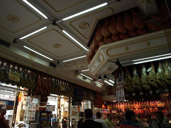 Museo del Jamon: Hams