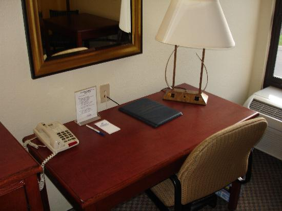 Holiday Inn Express Hotel & Suites Jacksonville South: Desk