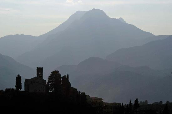 Casa Fontana Tuscany B&B: Barga - the town on the hill