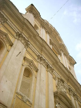 Casa Santa Maria alle Fornaci: church next door