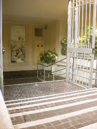 Casa Santa Maria alle Fornaci: entryway