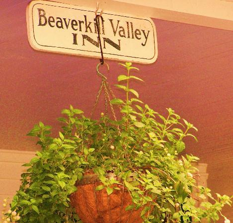 Beaverkill Valley Inn: Entering the Inn
