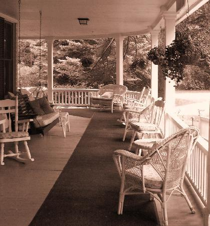 Beaverkill Valley Inn: The front porch