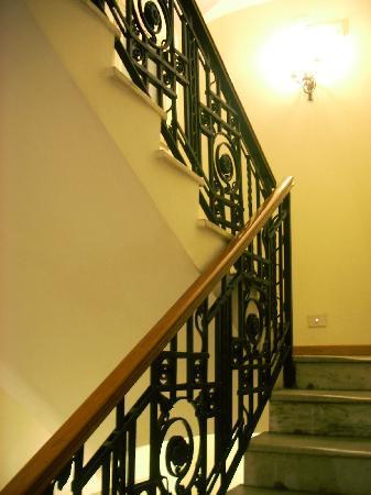 Hotel Due Torri: snug staircase