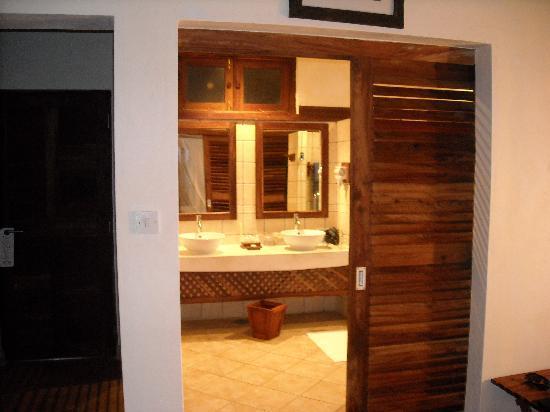 Neptune Pwani Beach Resort & Spa: il bagno