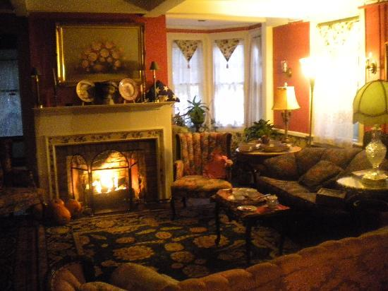The Red Hook Country  Inn: The beautiful living room that welcomes you home!