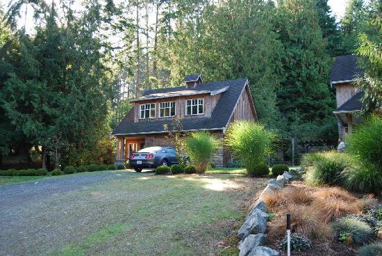 Ambraden Pond: coach house