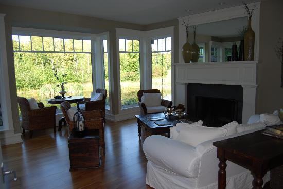 Ambraden Pond: living room overlooking lake