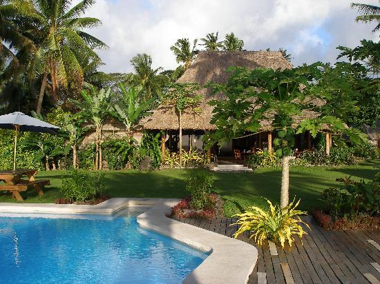 Paradise Taveuni: The pool and dining area