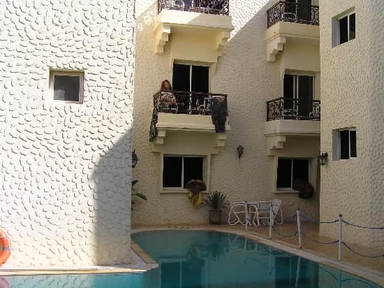 Al Jasira Hotel: poolside