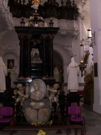 Trzebinia, Polonia: inside church - real gold!