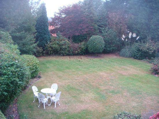 West Runton, UK: View of the garden from 1st floor twin bedroom