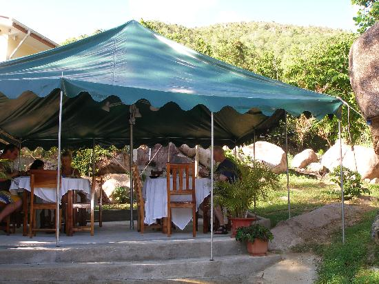 Aquario: Breakfast under the canopy between the granite boulders