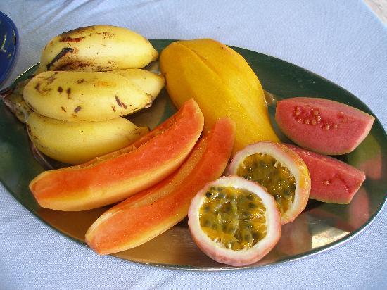 Aquario: breakfast fruit platter for two