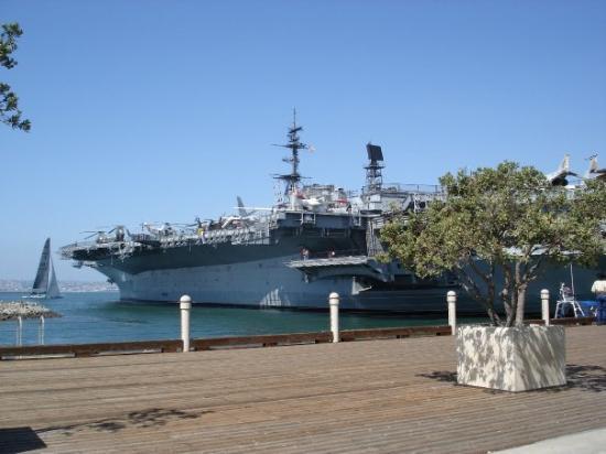 ซานดีเอโก, แคลิฟอร์เนีย: USS Midway, San Diego harbor