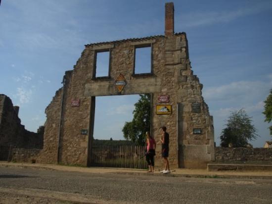 Oradour-sur-Glane, France : In Oradur-sur-Glane, ein Mahnmal für eine unglaubliche Gräueltat.