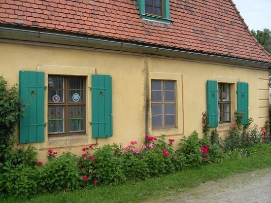 Moritzburg, Γερμανία: ...Ja manchmal sind zur optischen Verschönerung die Fenster auch einfach nur aufgemalt...