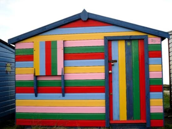 Hopeman, UK: Little fisherman huts...luvin the colours of this one :)